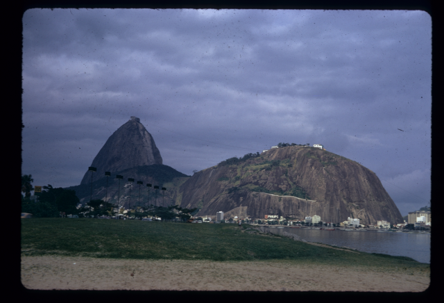 Brésil : Rio de Janeiro : Le pain de sucre, vu depuis Flamengo, Bezzaz Fatima