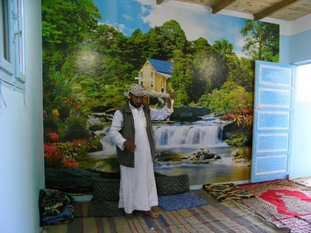 Salon de Muhammed Sherif al-Senusi et son poster mural., Battesti Vincent