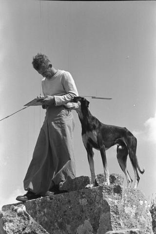 Archéologue avec son chien (Jebel el Ala Berij nord, Syrie), Institut Français Du Proche-Orient Ifpo