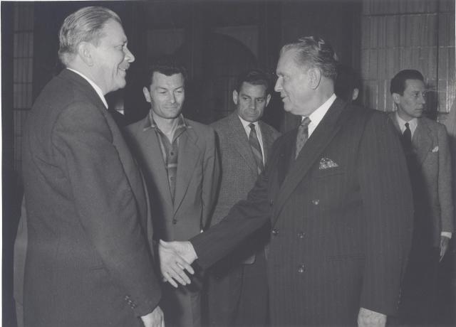 Belgrade, 1956, Tito (Jean-René Chauvin au centre de la photo), Chauvin Fonds