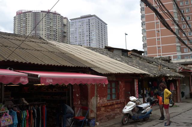 Urban village 4 (chengzhongcun - 城中村), Elosua Miguel