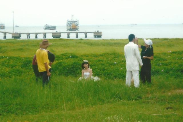 Newlywed photo session at Haikou beach, Hainan, Goulard Sébastien