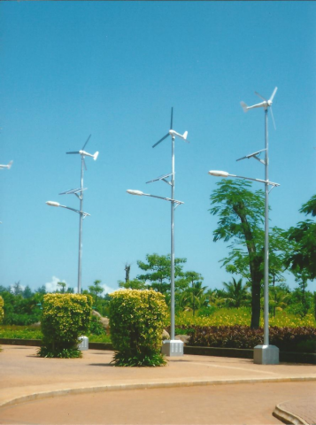 Wind-powered streetlights in a green park in Haikou (China), Goulard Sébastien