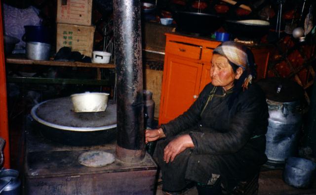 Surveiller le feu du foyer (Mongolie, Hentij, hiver 2000), Ruhlmann Sandrine