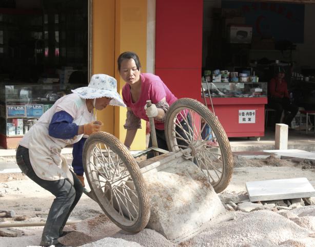 Construction work in Kunming, Fu Jie .