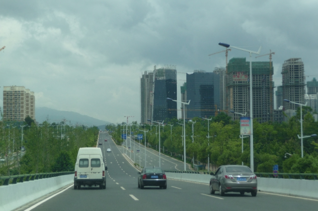 Approaching Chenggong on the Kunming-Chenggong expressway, Balula Luis