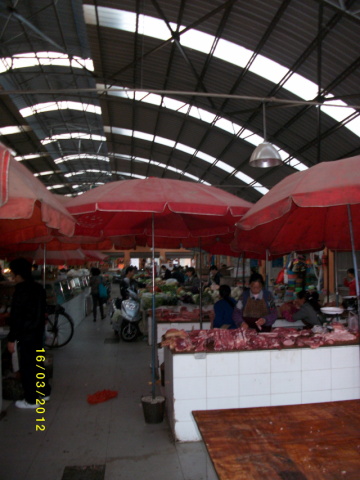 Traditional market in Kunming, Gipouloux François